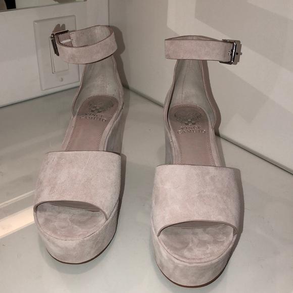 2377d4a0d79 Vince Camuto platform sandal in Nude Sz 6